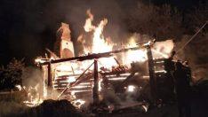 Köyde yangın: 4 ev küle döndü
