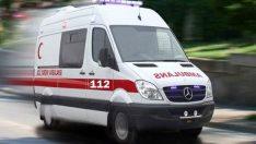 Otomobil yoldan çıktı, 2 kişi yaralandı