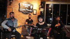 Emmi Cafe'de türkü tadında muhabbet