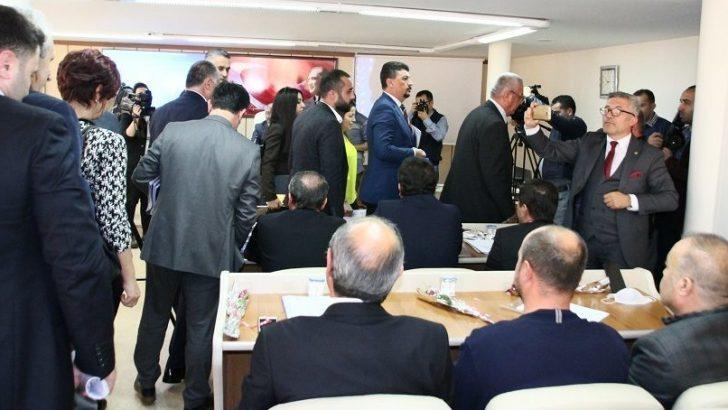 CHP grubu, meclisi terk etti