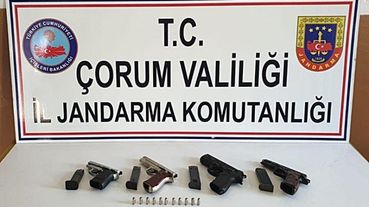 Kurusıkı tabancadan ruhsatsız silah ürettiler