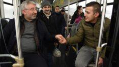 Aşgın halk otobüsünde sorun dinledi