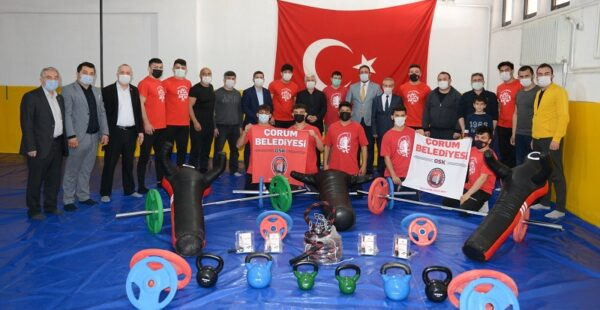 Çorum Belediyesi'nden Sungurlulu güreşçilere destek