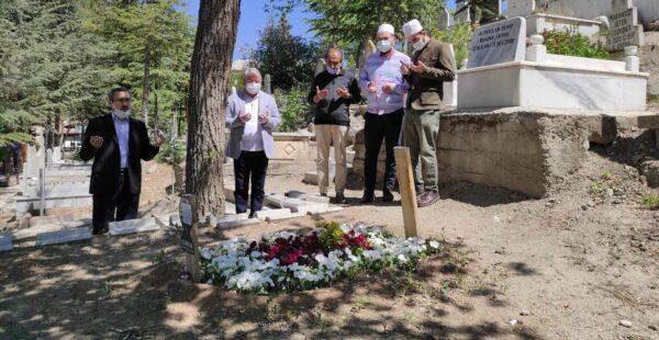 Aşgın, Arif Ersoy'un mezarını ziyaret etti