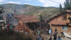Köyde yangın çıktı, 3 evde hasar var