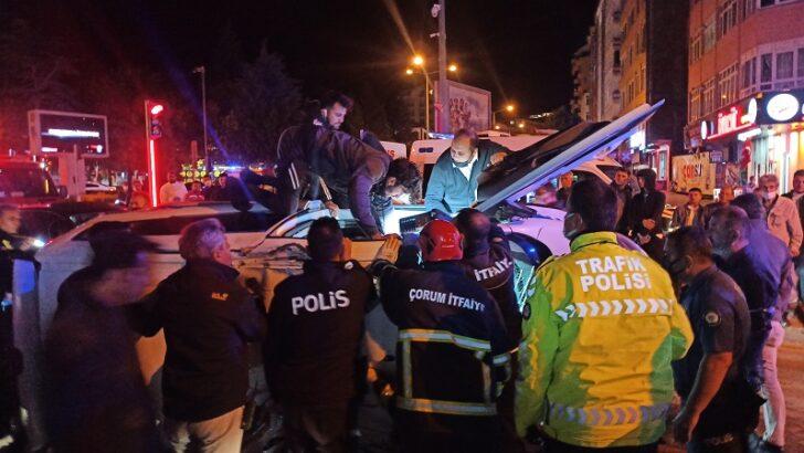 Şüpheli aracı kovalayan polis kaza yaptı: 2 yaralı