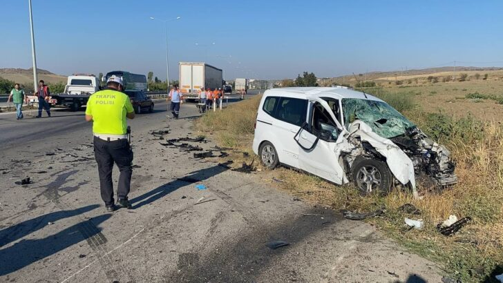 Radar aracına otomobil çarptı: 3 yaralı