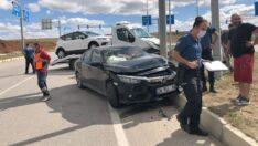 Otomobil ve çekici çarpıştı: 2 yaralı